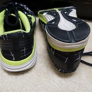 Nike Shoes - Nike dual fusion flywire sneakers